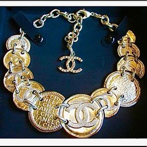 ✨CHANEL✨BIG MEDALLIONS NECKLACE